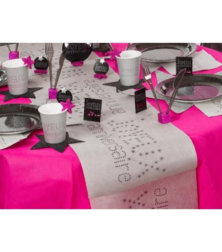 chemin de table jetable color joyeux anniversaire en tissu drag e d 39 amour. Black Bedroom Furniture Sets. Home Design Ideas