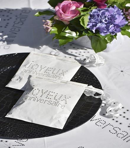 24 sacs à dragées Joyeux Anniversaire en papier colorés