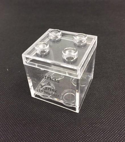 Boîte à dragées cube façon Lego en plexi