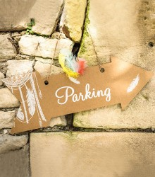 Pancarte fléchée parking
