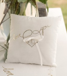 Porte alliances mariage coton et satin blanc love you