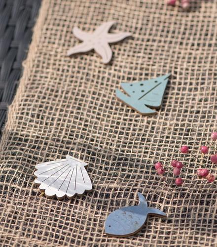 16 confettis de table mer assortis en bois