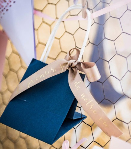 6 sacs à dragées papier colorés avec anse
