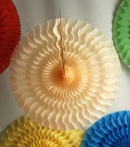 Suspension éventail en papier coloré 50 cm