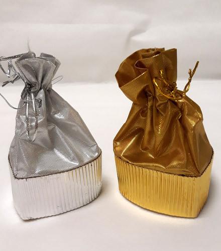 Pochon à dragées cœur en tissu or/argent brillant