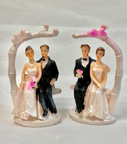 2 sujets à dragées mariage couple sur balançoire assortis