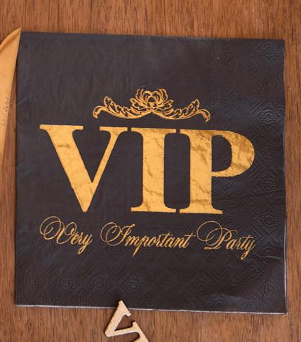 20 serviettes jetables papier VIP noir et or