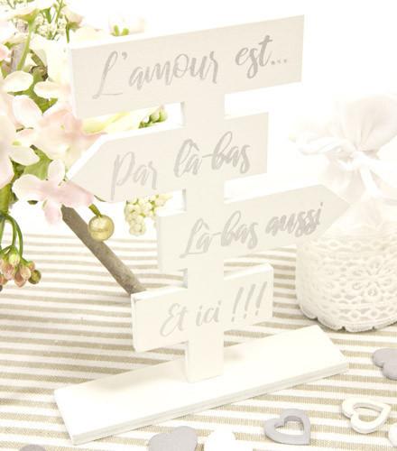 Centre de table mariage l'amour bois coloré